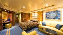 Suite Yatch Club de Luxe con balcón