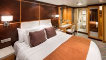 Cabina Family Suite con quattro camere e balcone